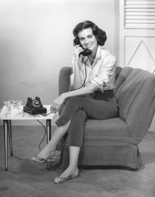 vintage-woman-telephone